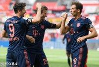 德甲第30轮 勒沃库森2:4拜仁 穆勒助攻莱万进球 磁卡最佳