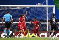 欧冠半决赛 里昂0:3拜仁 大厨两球助我仁进决赛!